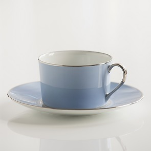 Porcelaine de Limoges Tasse mit Untertasse Eisblau