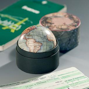 Kleiner Globus in Schachtel