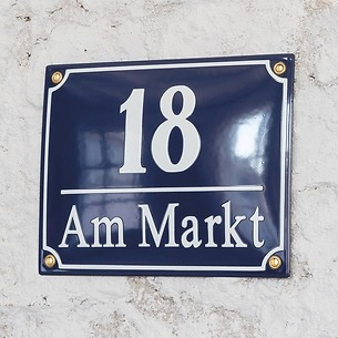 Süddeutsche Hausnummer mit Straßennamen