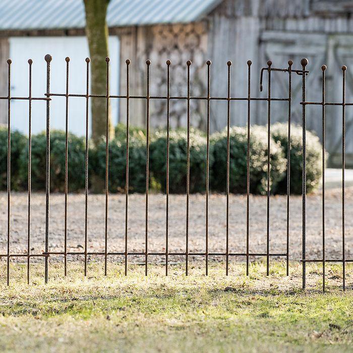 Eisenzaun Normanville: Kleines Gartentor und Erdspieß