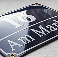 Hausnummernschild aus Emaille
